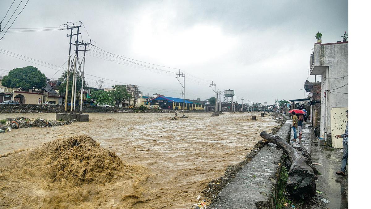 Image result for यमुना नदी में आई बाढ़ ने छोड़े तबाही के निशान