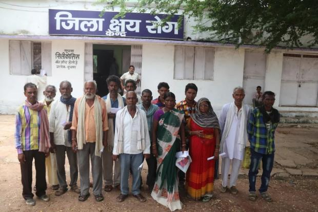 Silicosis patients at Panna District Hospital.jpg