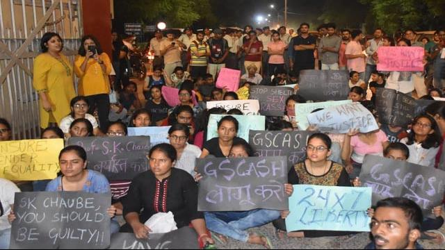 protesting_bhu_students_to_expel_alleged_biology_professor_lh_pic__1568481044.jpg